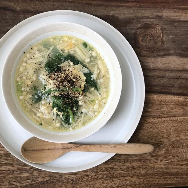きのことホウレン草の胡椒たっぷりスープ