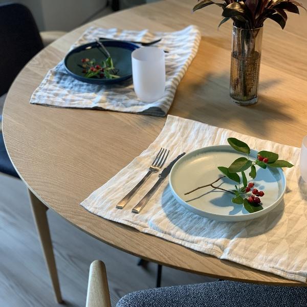 テーブルの上のUNKAI