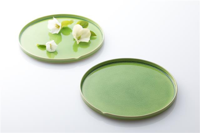 「HASU 緑貫入」プレートがMoMA Design Storeで期間限定販売